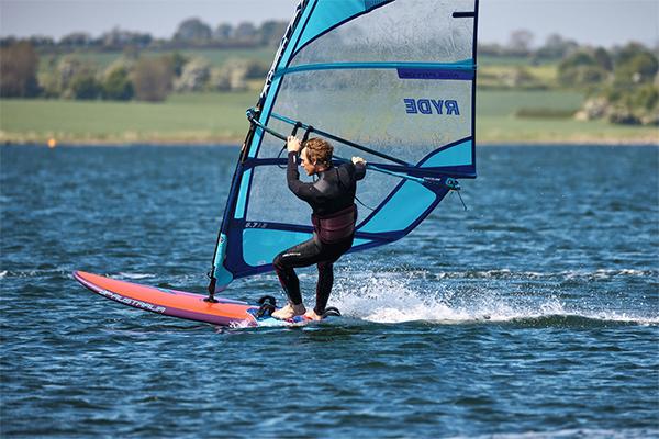 fotograf-kiel-werbefotograf-sportfotograf-windsurfen-oliver-maier-210603103114_K0A9529_preview